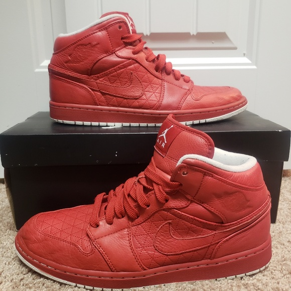 more photos 64a62 3043d Nike Air Jordan Retro 1 Premier Quilt Edition. M 5c6b93e6035cf10ac8e299ae